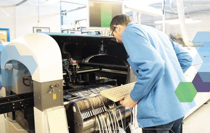 Fabricación propia de componentes electrónicos en Danema Vial
